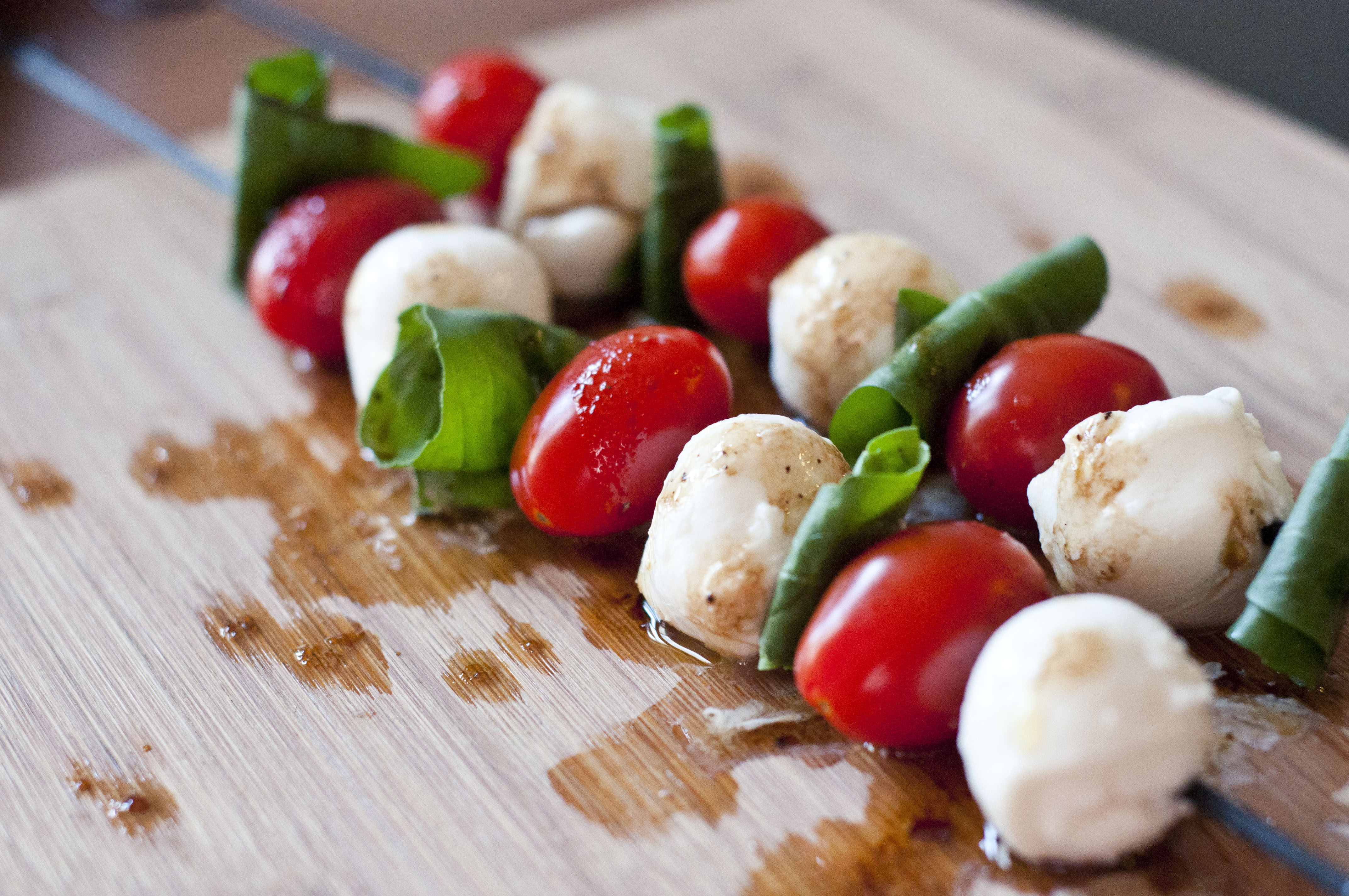 caprese salad recipe, skewer recipe, basil recipe, tomato recipe, mozzarella recipe, caprese salad skewer recipe, caprese skewers recipe, summer recipe, easy salad recipe, easy caprese recipe, easy recipe, food, cooking, recipes, taste arkansas
