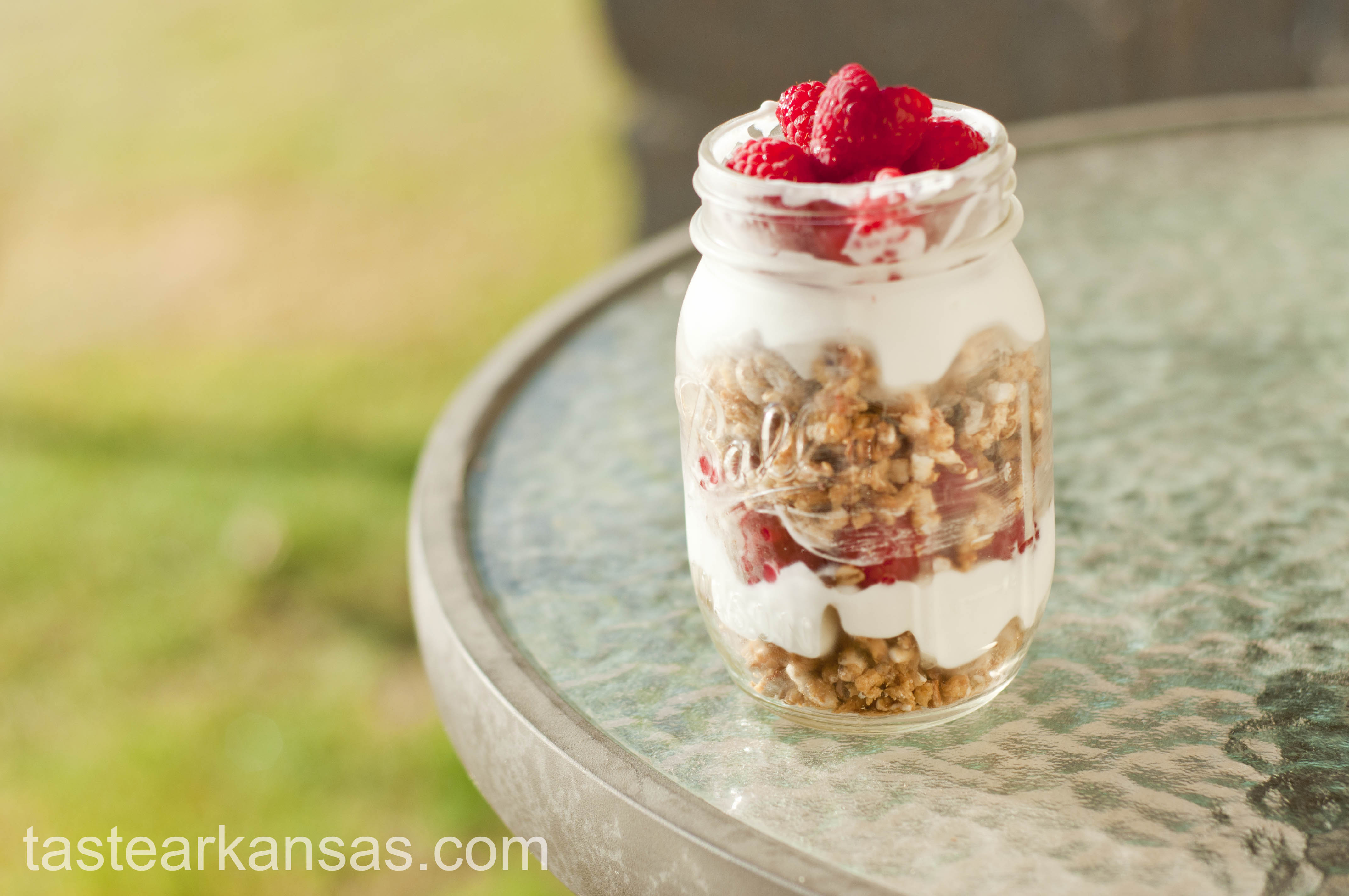 raspberry parfaits, raspberry yogurt parfait, summer snack, easy summer snack, cool summer snack, granola, raspberries, greek yogurt, vanilla greek yogurt